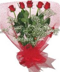 5 adet kirmizi gülden buket tanzimi  İstanbul 14 şubat sevgililer günü çiçek