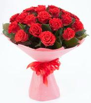 12 adet kırmızı gül buketi  İstanbul yurtiçi ve yurtdışı çiçek siparişi
