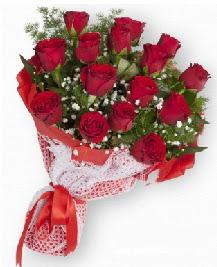 11 kırmızı gülden buket  İstanbul internetten çiçek siparişi
