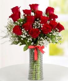10 kırmızı gül cam vazo içerisinde  İstanbul kaliteli taze ve ucuz çiçekler