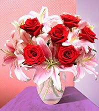 İstanbul çiçek satışı  2 adet dal kazablanka 6 adet kirmizi gül vazoda