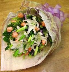İstanbul online çiçekçi , çiçek siparişi  11 ADET GÜL VE 1 ADET KAZABLANKA