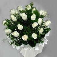 İstanbul kaliteli taze ve ucuz çiçekler  11 adet beyaz gül buketi ve bembeyaz amnbalaj