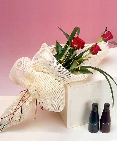 3 adet kalite gül sade ve sik halde bir tanzim  İstanbul İnternetten çiçek siparişi