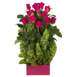 12 adet kirmizi gül aranjmani  İstanbul internetten çiçek satışı