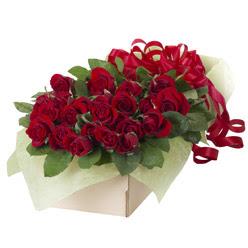 19 adet kirmizi gül buketi  İstanbul internetten çiçek siparişi