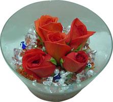 İstanbul çiçek , çiçekçi , çiçekçilik  5 adet gül ve cam tanzimde çiçekler