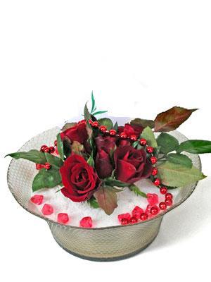 İstanbul çiçek gönderme sitemiz güvenlidir  EN ÇOK Sevenlere 7 adet kirmizi gül mika yada cam tanzim
