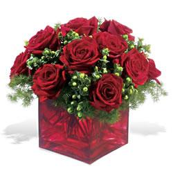 İstanbul 14 şubat sevgililer günü çiçek  9 adet kirmizi gül cam yada mika vazoda