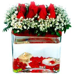İstanbul çiçek gönderme  12 adet kirmizi gül cam yada mika vazoda