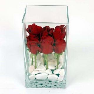 İstanbul çiçek yolla , çiçek gönder , çiçekçi   7 adet kirmizi gül cam yada mika vazo içinde