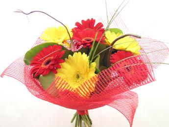 9 adet gerbera çiçeklerinden buket  İstanbul çiçek online çiçek siparişi