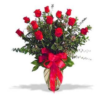 çiçek siparisi 11 adet kirmizi gül cam vazo  İstanbul çiçek yolla