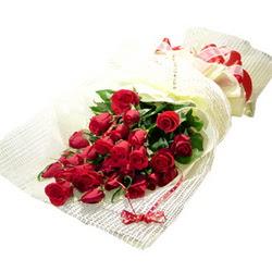 Çiçek gönderme 13 adet kirmizi gül buketi  İstanbul çiçek online çiçek siparişi