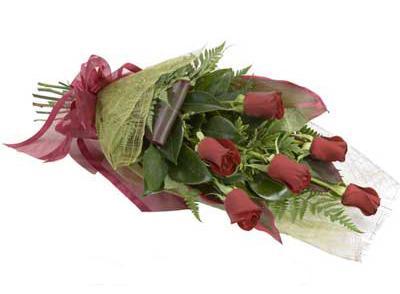 ucuz çiçek siparisi 6 adet kirmizi gül buket  İstanbul yurtiçi ve yurtdışı çiçek siparişi