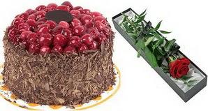 1 adet yas pasta ve 1 adet kutu gül  İstanbul çiçek satışı