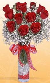 10 adet kirmizi gülden vazo tanzimi  İstanbul yurtiçi ve yurtdışı çiçek siparişi