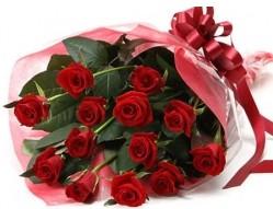 İstanbul ucuz çiçek gönder  10 adet kipkirmizi güllerden buket tanzimi