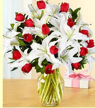 İstanbul yurtiçi ve yurtdışı çiçek siparişi  3 kazablanka 10 kırmızı gül vazosu