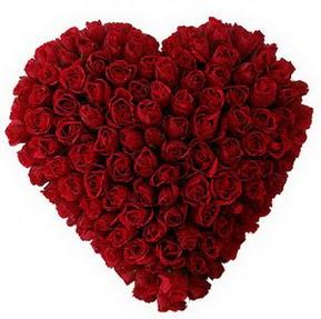 İstanbul güvenli kaliteli hızlı çiçek  muhteşem kırmızı güllerden kalp çiçeği