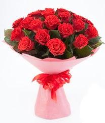 15 adet kırmızı gülden buket tanzimi  İstanbul yurtiçi ve yurtdışı çiçek siparişi
