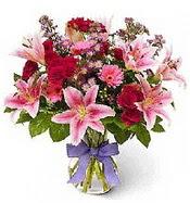 Vazo içerisinde karışık mevsim çiçeği  İstanbul yurtiçi ve yurtdışı çiçek siparişi