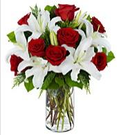 Vazoda görsel çiçek tanzimi gül kazablanka  İstanbul güvenli kaliteli hızlı çiçek