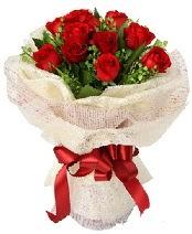 12 adet kırmızı gül buketi  İstanbul ucuz çiçek gönder