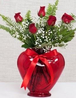 Kalp içerisinde 5 adet kırmızı gül  Hediye Çiçek hediye sevgilime hediye çiçek