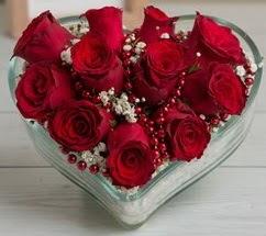 Kalp içerisinde 7 adet kırmızı gül  İstanbul hediye sevgilime hediye çiçek
