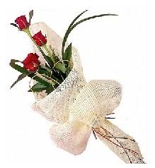 3 adet kırmızı gül buketi  İstanbul internetten çiçek siparişi