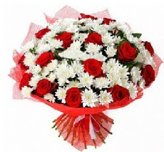 11 adet kırmızı gül ve 1 demet krizantem  İstanbul internetten çiçek satışı