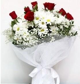 9 adet kırmızı gül ve papatyalar buketi  İstanbul İnternetten çiçek siparişi