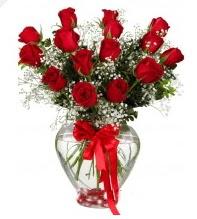 11 adet kırmızı gül cam kalpte  İstanbul çiçek yolla