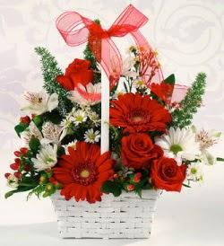 Karışık rengarenk mevsim çiçek sepeti  İstanbul İnternetten çiçek siparişi