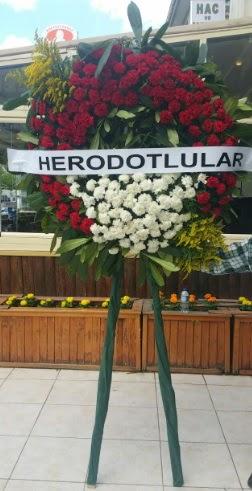 Cenaze çelengi cenazeye çiçek modeli  İstanbul çiçek online çiçek siparişi