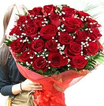 Kız isteme çiçeği buketi 33 adet kırmızı gül  İstanbul uluslararası çiçek gönderme