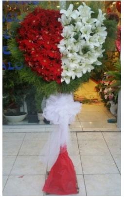 Özel üstü özel kalp çiçek tanzimi  İstanbul uluslararası çiçek gönderme