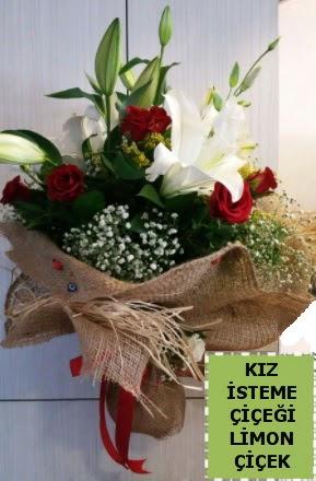 3 dal kazablanka 13 adet kırmızı gül  İstanbul uluslararası çiçek gönderme