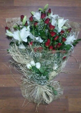 Kız isteme çiçekleri  İstanbul hediye sevgilime hediye çiçek  Kız söz nişan çiçeği