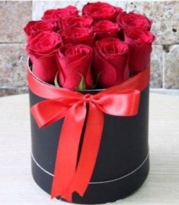Kutu içerisinde 9 adet kırmızı gül  İstanbul çiçek yolla , çiçek gönder , çiçekçi