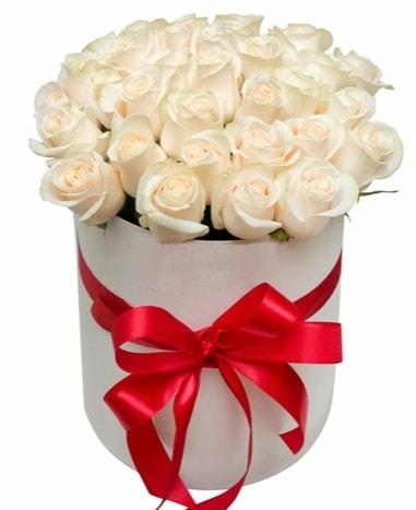 Kutuda özel 27 beyaz gül aranjmanı  İstanbul çiçekçi telefonları