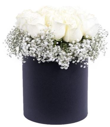Özel kutuda özel 15 beyaz gül aranjmanı  İstanbul hediye sevgilime hediye çiçek